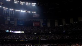 Lights out: Power outage delays Super Bowl