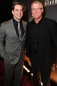 Aaron Rodgers cleans up for Packers, Favre