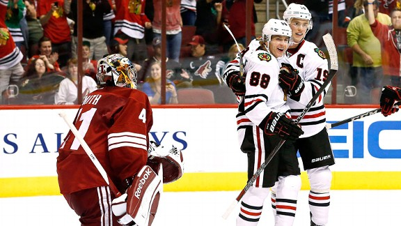 Patrick Kane , Mike Smith, Jonathan Toews 