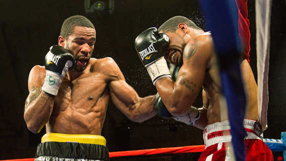 Lamont Peterson, Kendall Holt