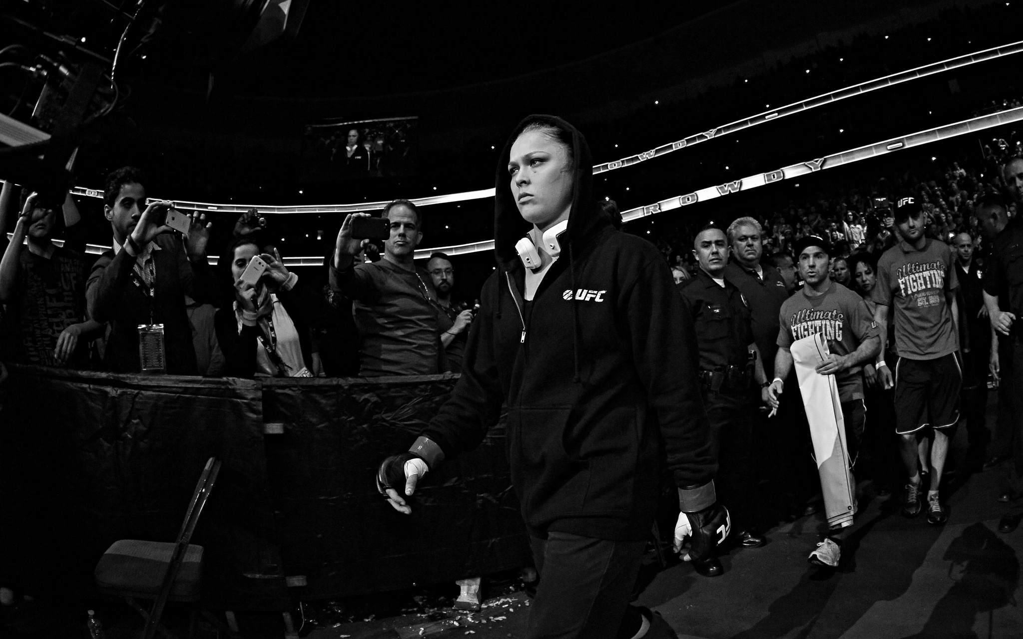 Conor Mcgregor Wallpaper Black And White: Ronda Rousey And Liz Carmouche