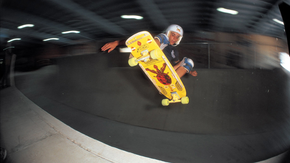 Alan Ollie Gelfand floats his namesake, the Ollie, at Cherry Hill Skatepark in the late '70s.