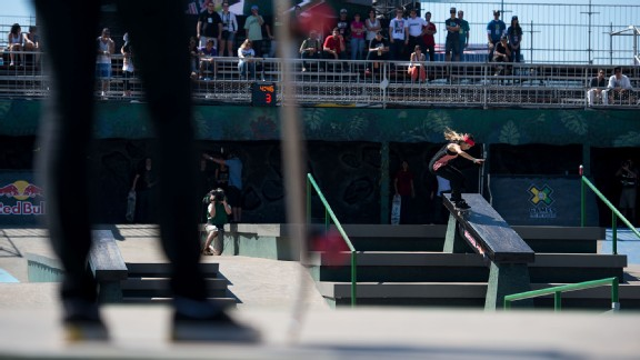 Leticia Bufoni capped a superb skateboarding day for Brazil, winning Skateboard Street to earn a second Day 4 gold for the X Games Foz hosts.
