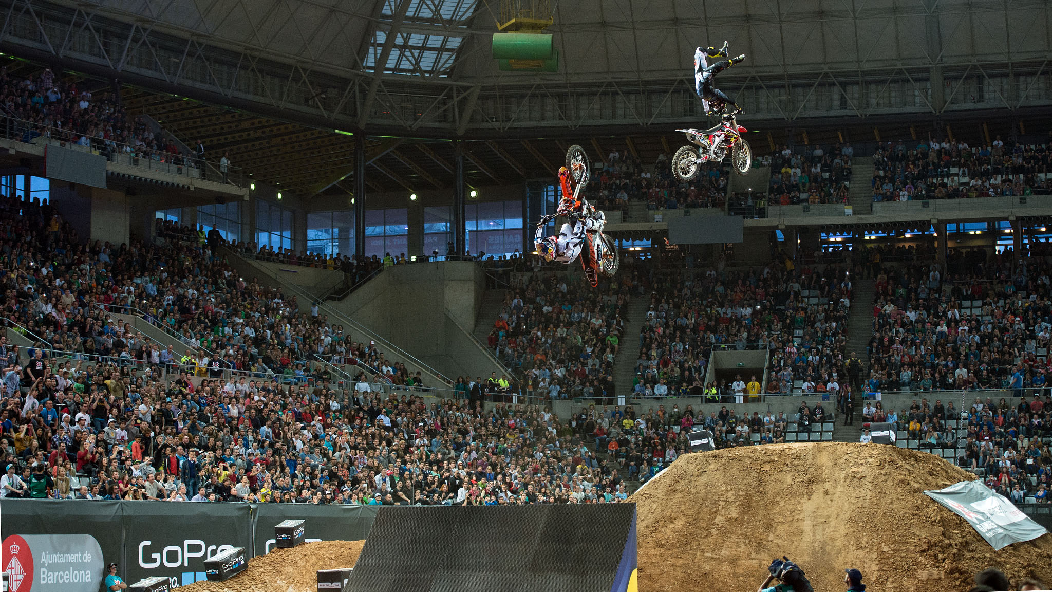 Mat Rebeaud and Mike Mason go head to head for gold in Moto X Speed & Style.