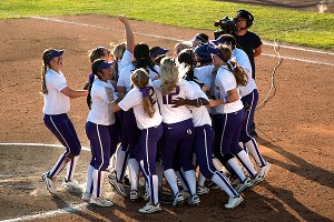 Washington Huskies celebrating