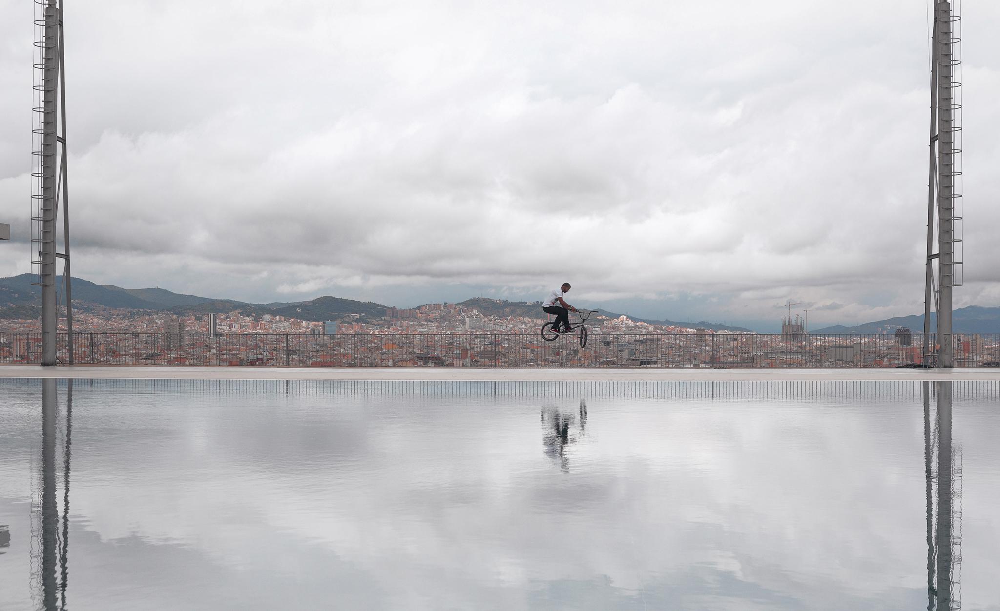 Mykel Larrin, Espanha