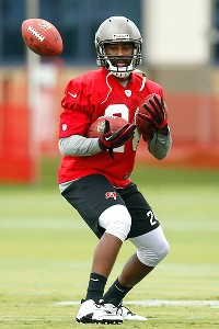 Nervous Revis practices for Bucs, feels 'fine'