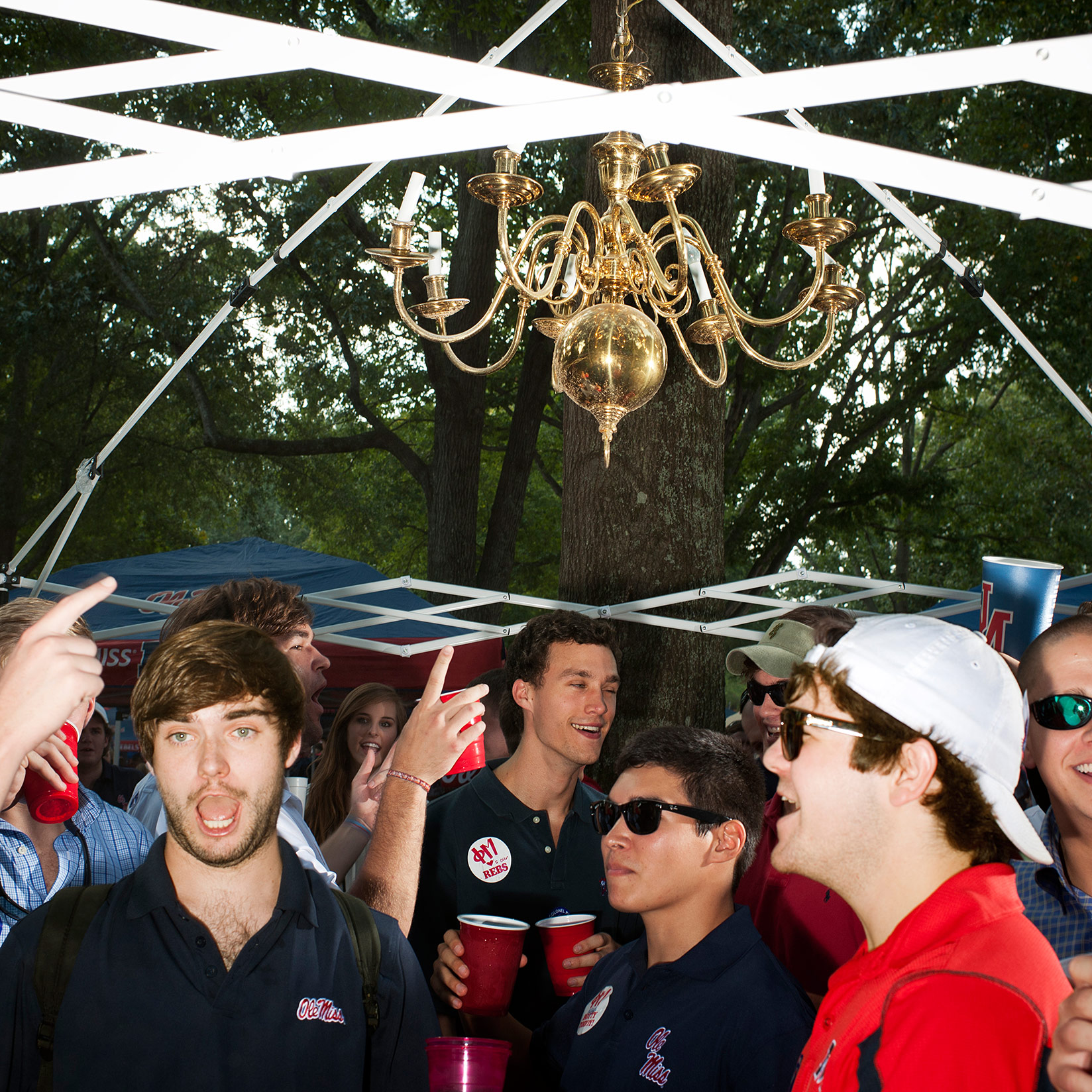 Ole miss fans how many of you have upgraded your tailgate image httpapncdnphoto20130816ncfolemisschandalierg arubaitofo Image collections