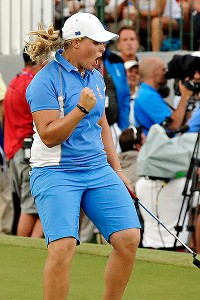 Caroline Hedwall clinched the 14th point for Europe, and in the process, became the first player in Solheim history to go 5-0-0.