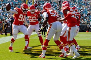 Tamba Hali and Chiefs defenders