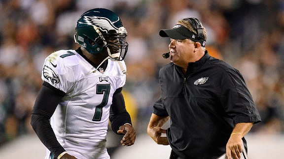 Chip Kelly talks with quarterback Michael Vick