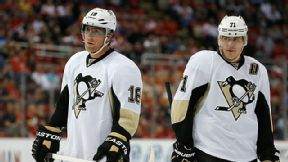 Pittsburgh Penguins left wing James Neal (18) and Evgeni Malkin