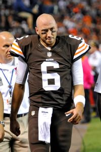 QBs injured: Browns' Hoyer, Bills' Manuel