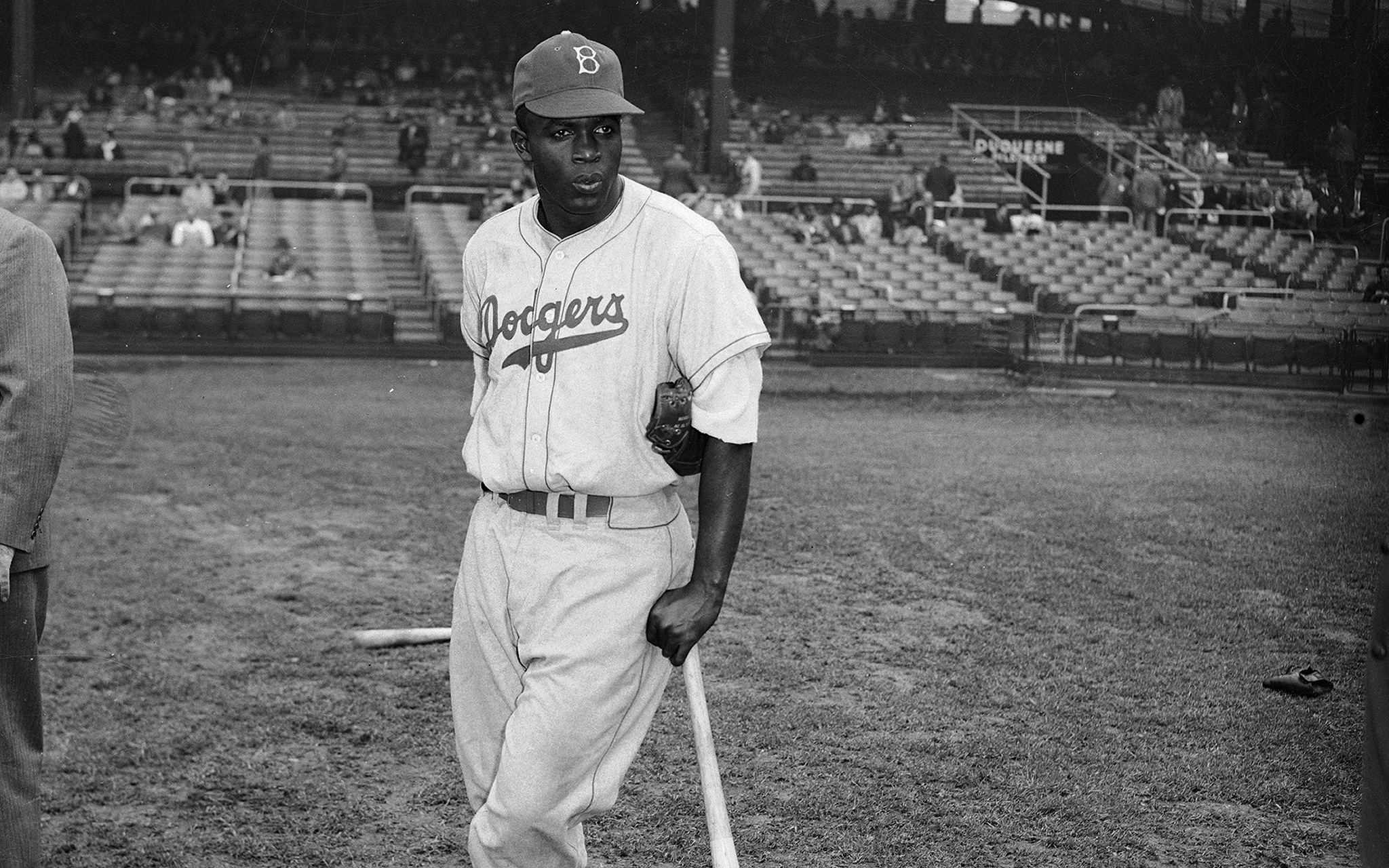 jackie robinson a major league baseball player Jackie robinson had no intention to play baseball jackie robinson had to deal with many racial comments and put downs, but jackie never gave up and ended up as a major league hero.