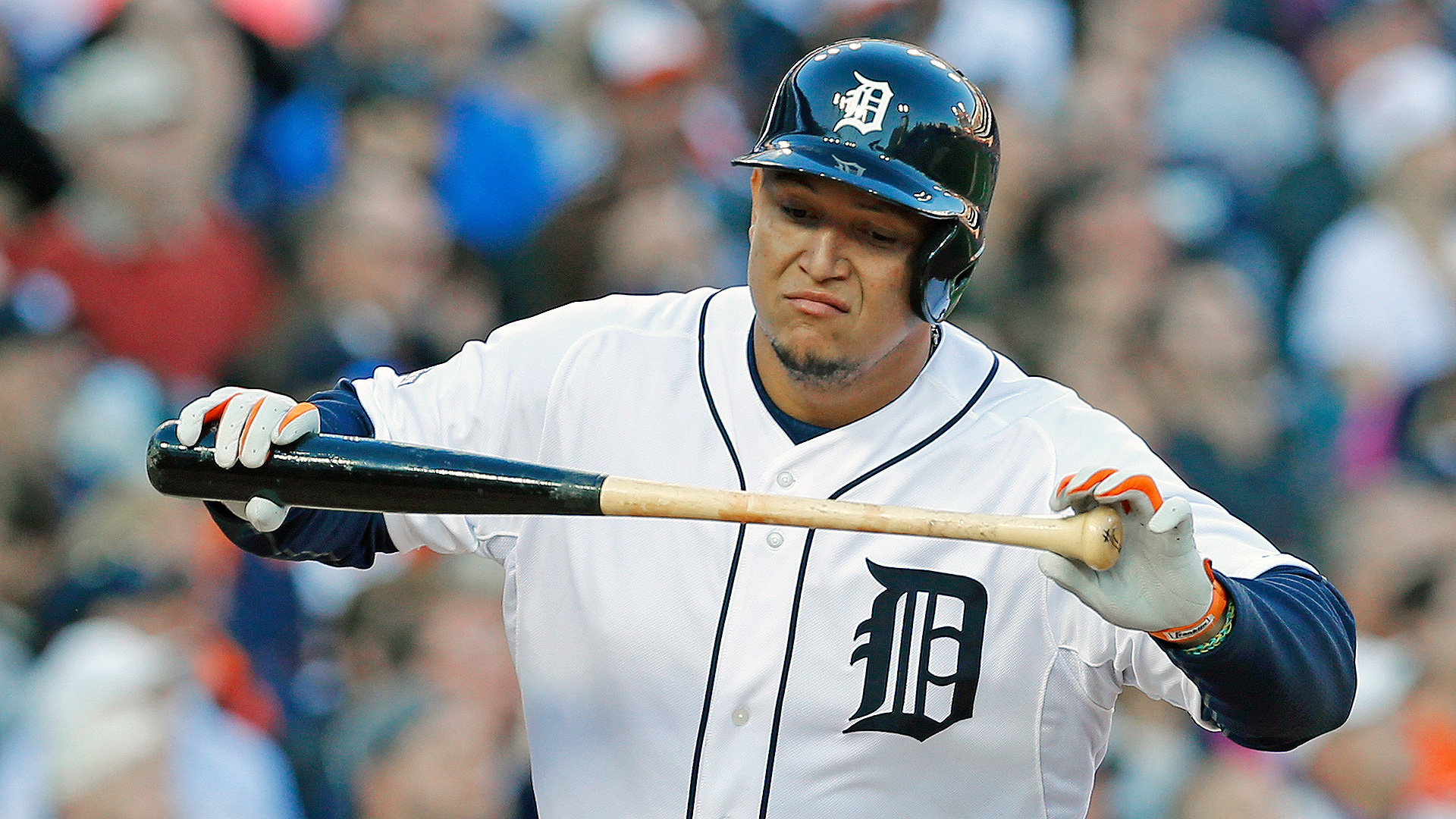 Miguel Cabrera of the Detroit Tigers leaves game early ... Miguel Cabrera Muscle