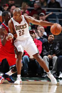 Ex-Bucks star Redd to retire in Milwaukee