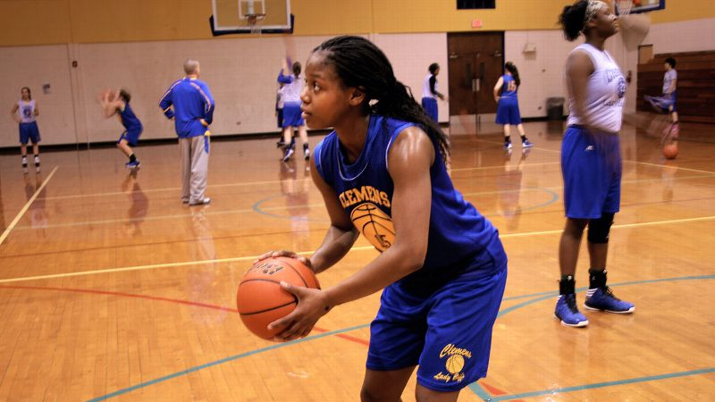 Kyra Lambert, the No. 6 prospect in the espnW HoopGurlz Super 60 for the 2015 class, can practice with the Clemens (Texas) varsity but can only play games with the junior varsity.