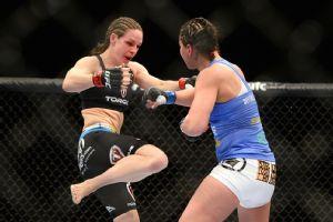 Alexis Davis vs. Jessica Eye