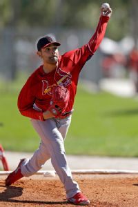 Cards' Garcia to get 2nd opinion on shoulder