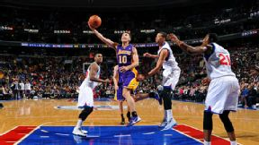Steve Nash #10 of the Los Angeles Lakers