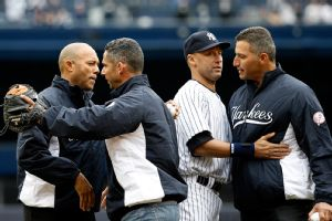 New York Yankees greats throw out ceremonial first pitch