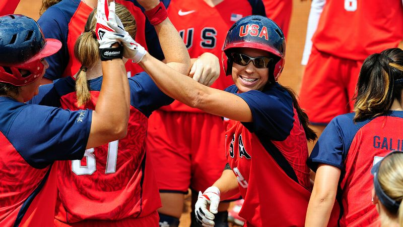 As one of the most prolific hitters to ever play the sport, Jessica Mendoza was used to having a crowd greet her at home plate.