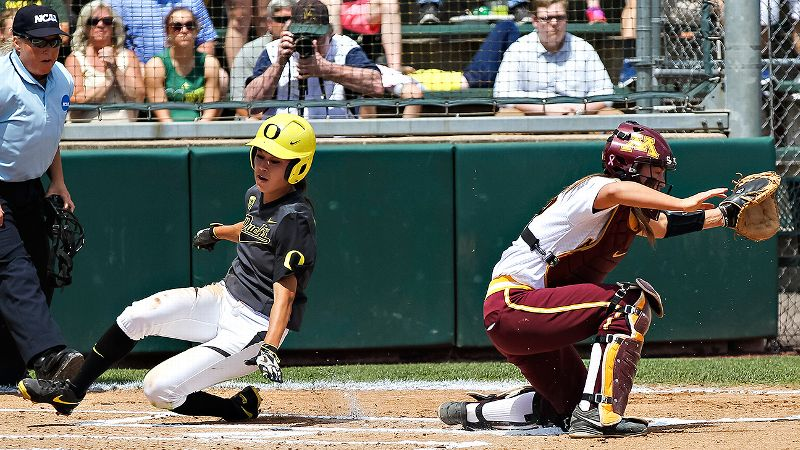 Oregon swept Minnesota over the weekend to become one of the eight teams to advance to the WCWS.