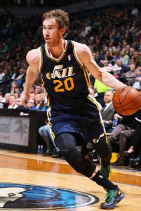 Hornets extend offer to Hayward