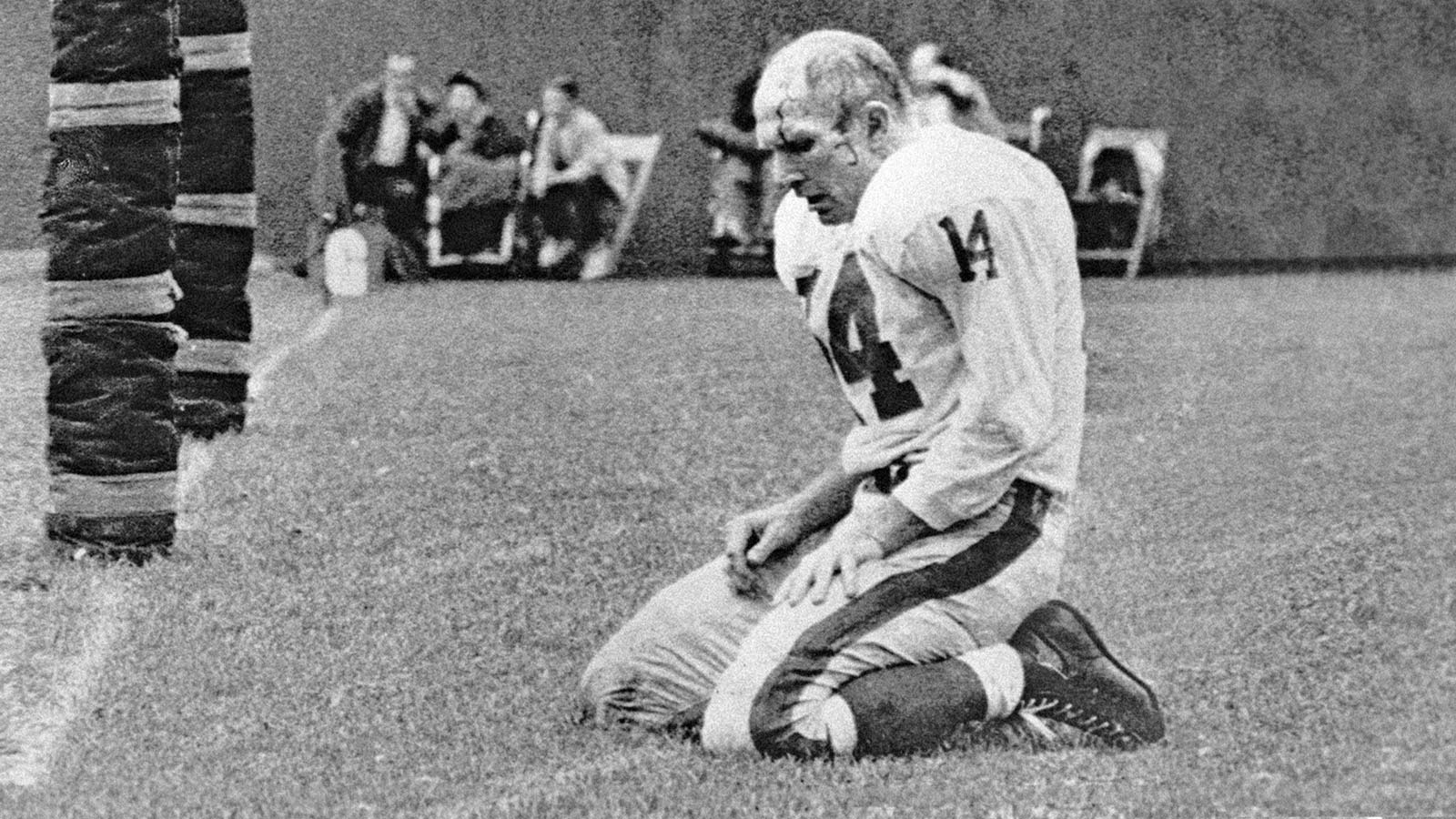 YA Tittle, Hall of Fame quarterback, dies at 90