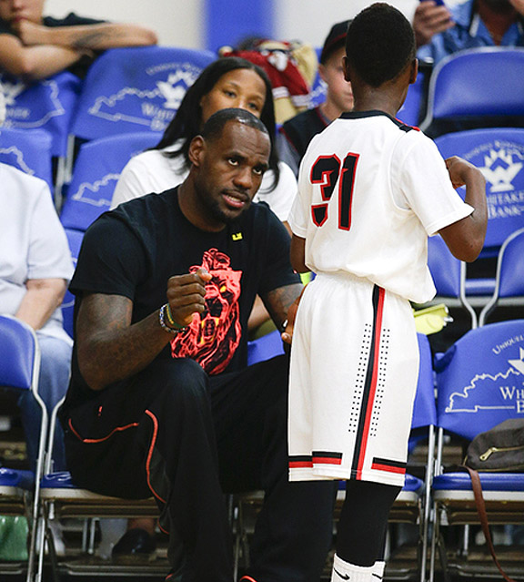 lebron james rooting on his son s aau team is delightfully adorable