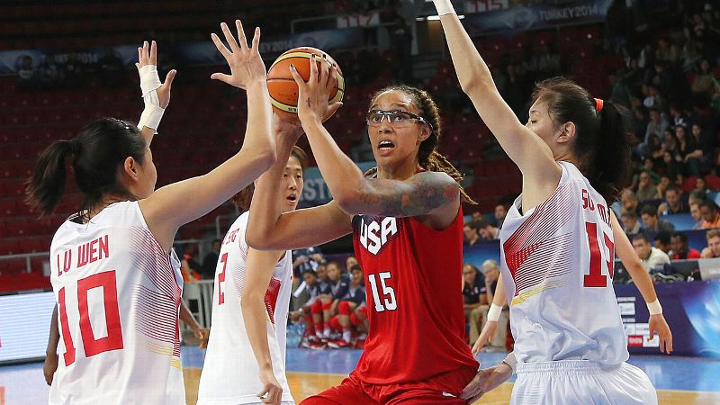 Brittney Griner had 15 points -- including a dunk -- in Team USA's opening win against China.
