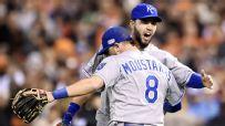 Royals find Giants' dirt damper than usual