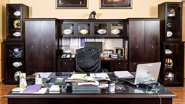 Les Miles office
