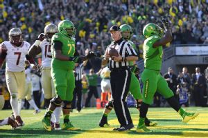 Jan 1, 2015; Pasadena, CA, USA; Oregon Ducks running back