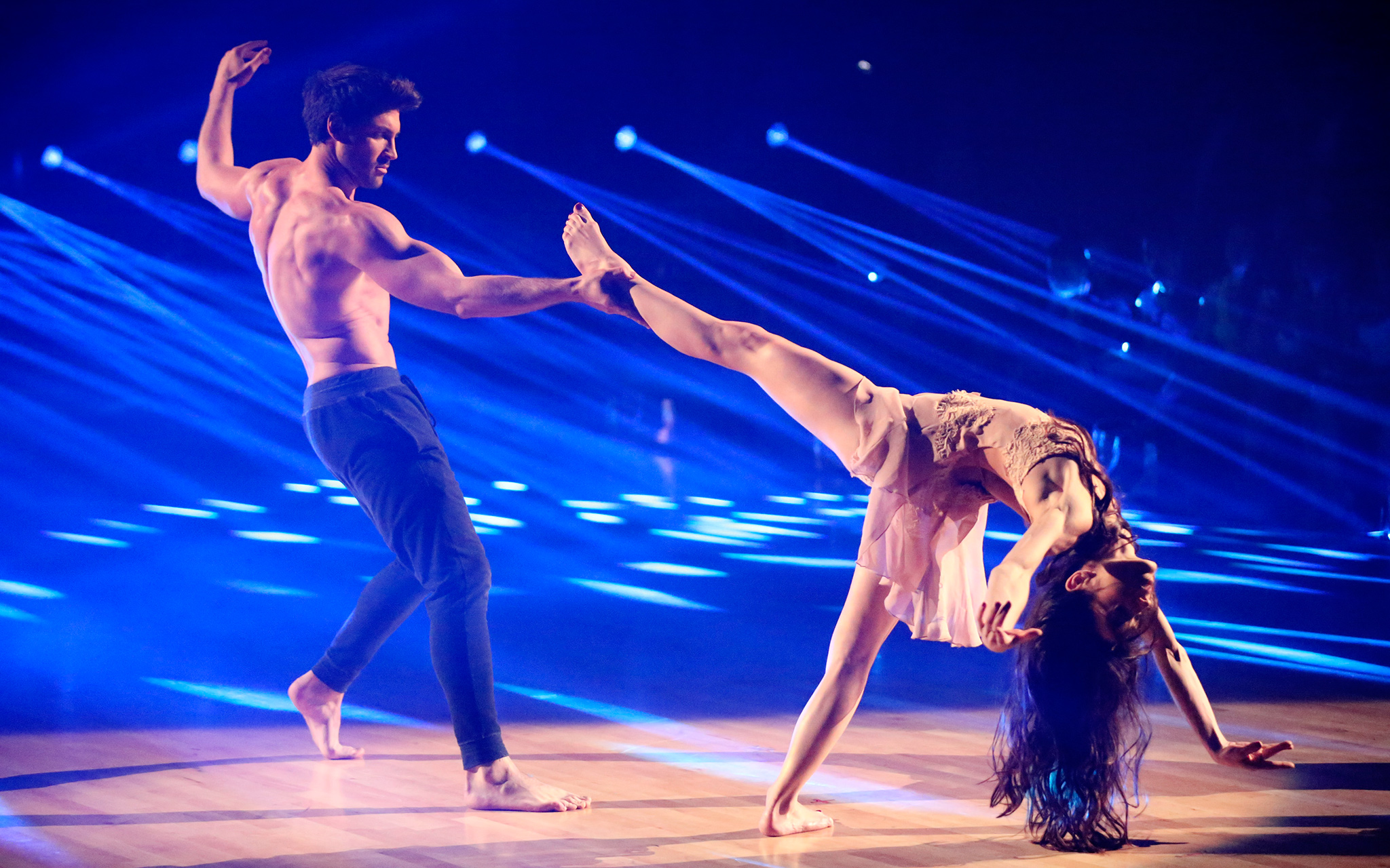 is max dating meryl on dancing with the stars Meryl davis & maks- all night dwts 18-week-1  meryl davis & maks - waltz - dancing with the stars 2014 5-12-14  maksim chmerkovskiy & meryl davis dancing foxtrot on dwts 3 31 14.