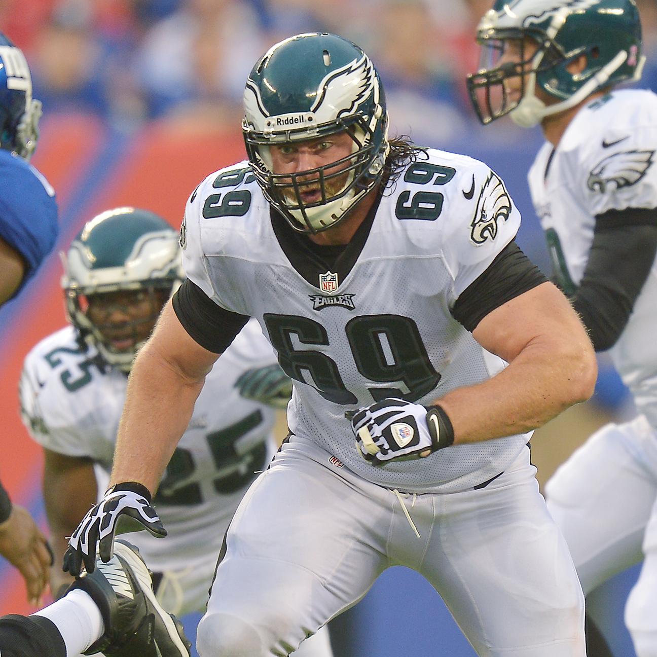 Jets showing interest in former Eagles Pro Bowl guard Evan Math…
