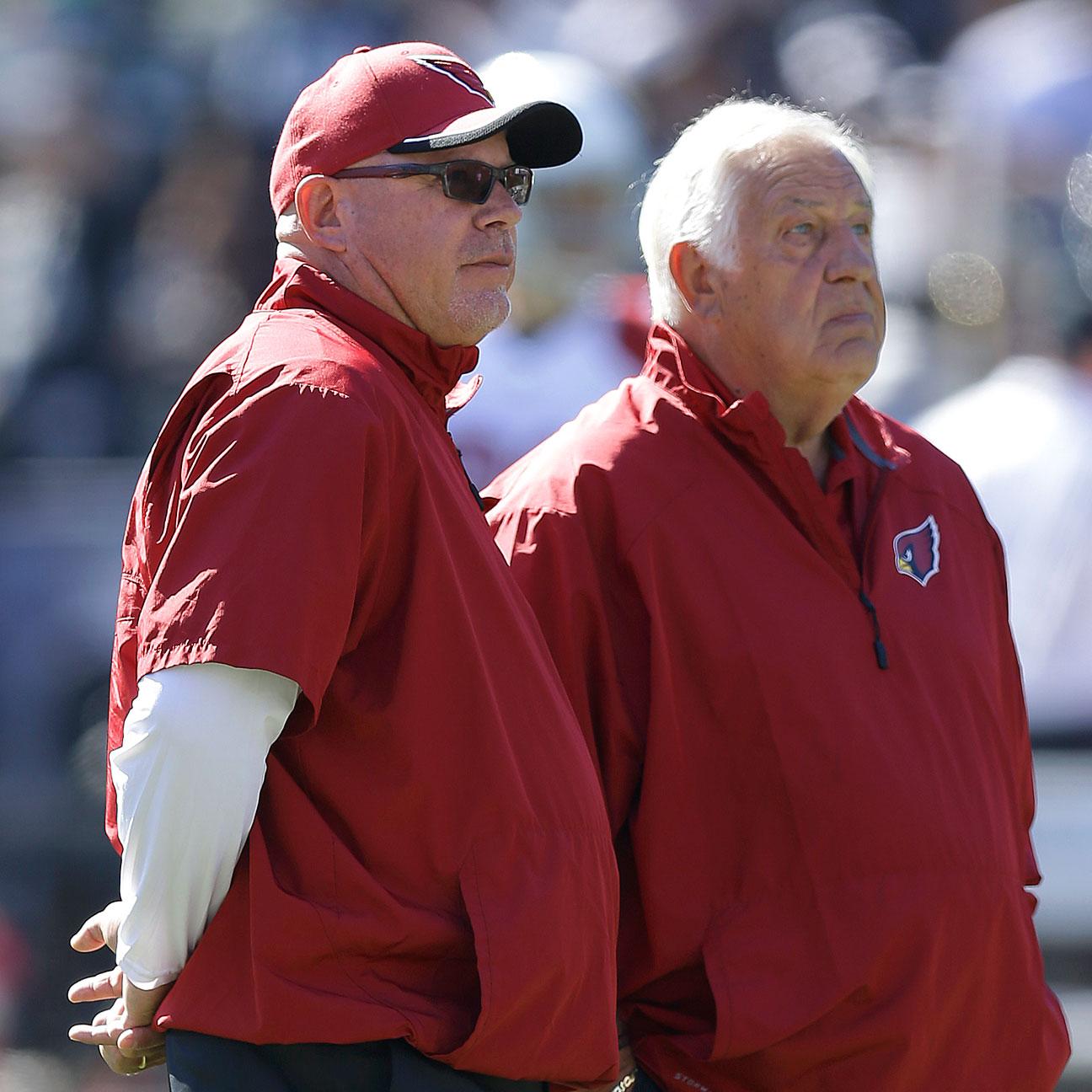Cardinals assistant head coach Tom Moore wins lifetime award