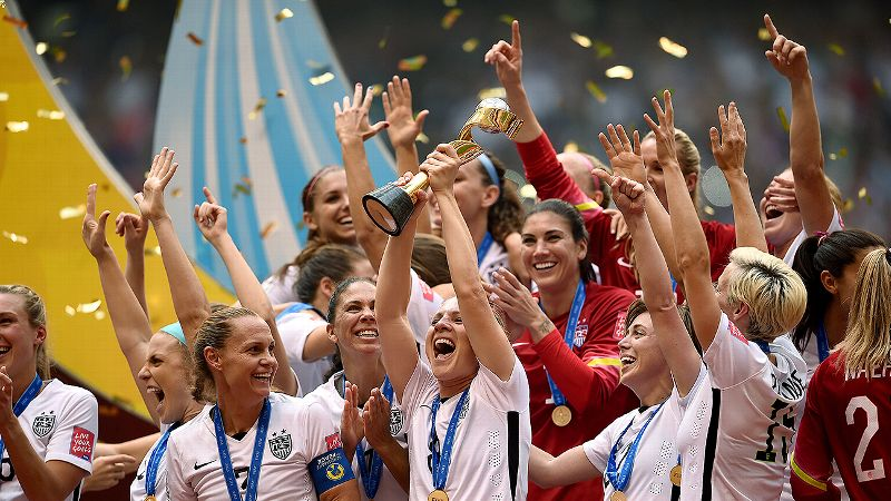 USWNT lifts trophy