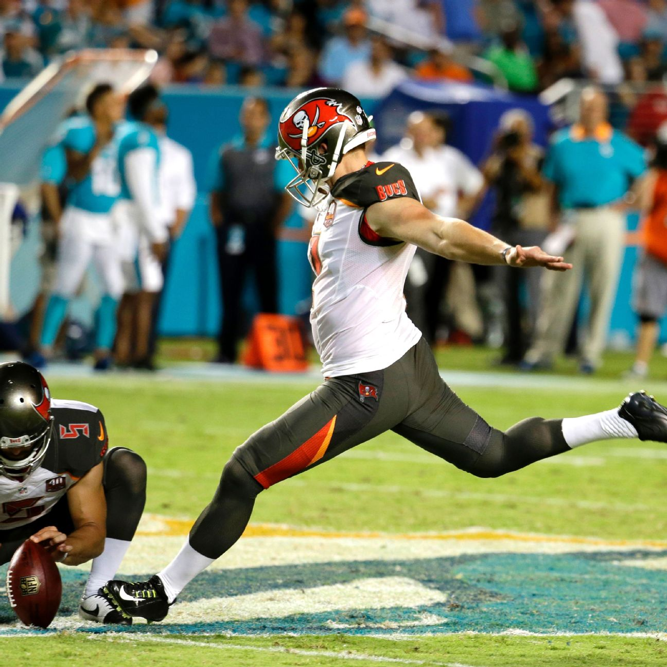 Connor Barth tweets 'I am available' as Bucs kicker K…