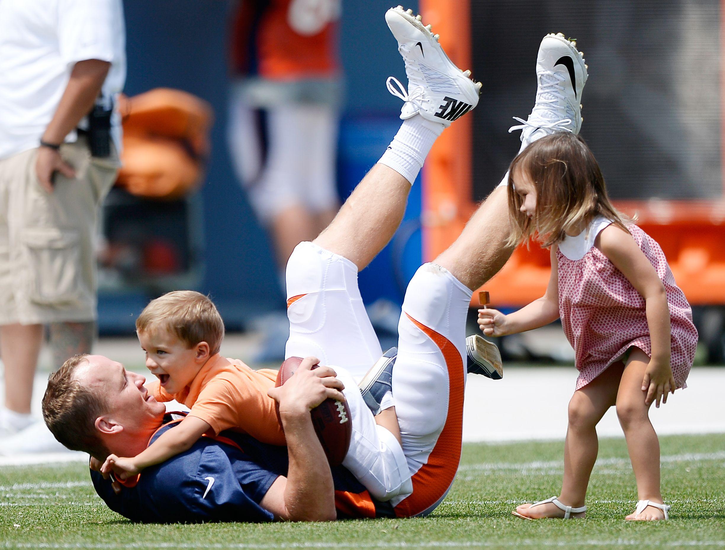 Marshawn Lynch Daughter >> Peyton Manning - Peyton Manning's life, career in photos