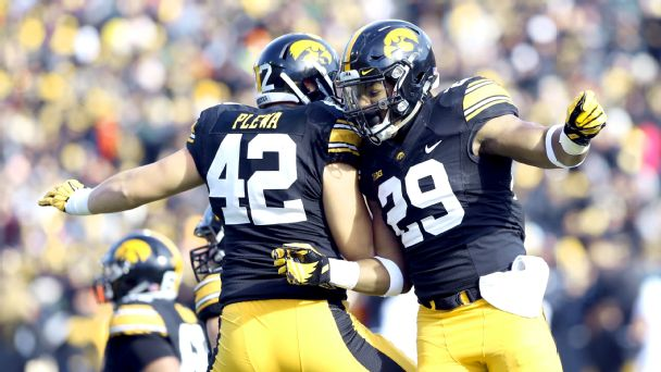 Follow live: Huskers hanging with Hawkeyes