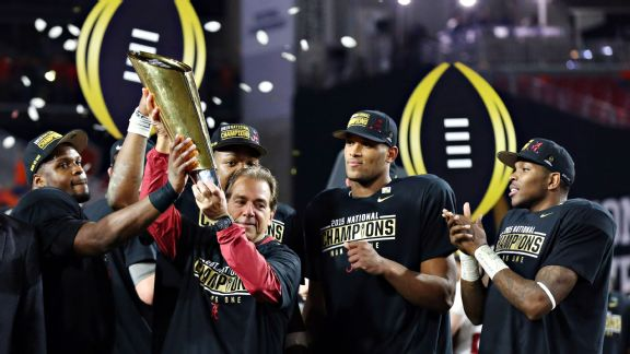 Alabama, the defending College Football Playoff national champions, are the Vegas favorites going into the 2016-17 season.