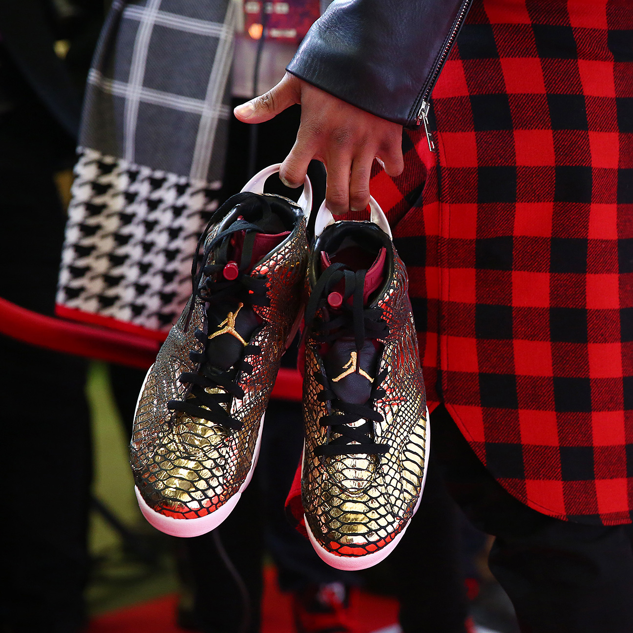 Nick Cannon arrives on the red carpet carrying his gold snakeskin Jordans  at the Ricoh Coliseum before the All-Star Celebrity Game. 2806b3ae9370