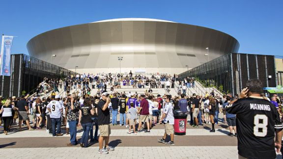 Tour every nfl stadium for Mercedes benz superdome parking