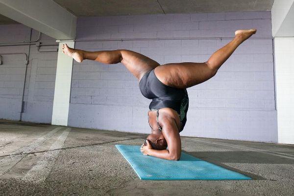 Jessamyn Stanley in a headstand split.