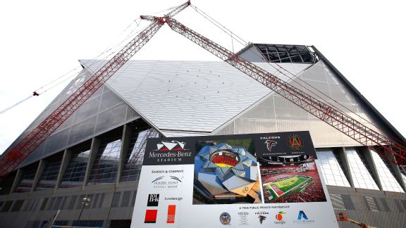 Temps in 80s could lead to closed roof for falcons for Who owns mercedes benz stadium