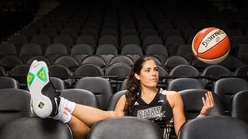 Stars guard Kelsey Plum says she's excited to be the low man on the totem pole -- a spot she hasn't had to occupy ... well ... ever.