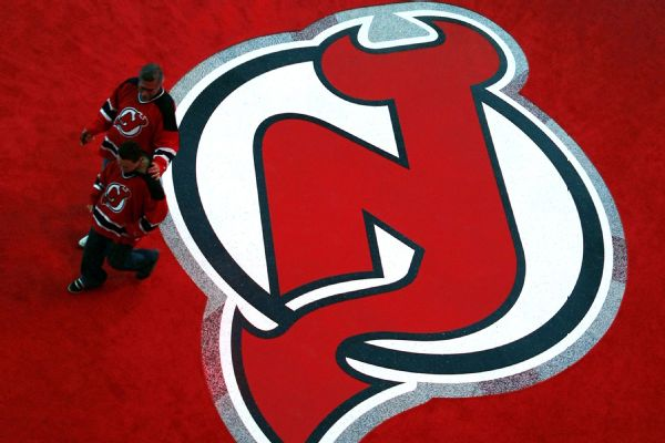 Devils center Travis Zajac out 4-6 months with chest injury