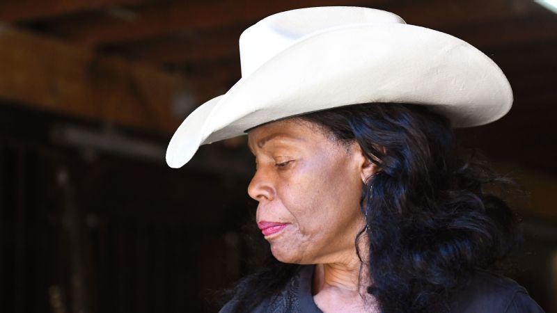 Patricia Kelly started Ebony Horsewomen after experiencing the therapeutic power of horses.