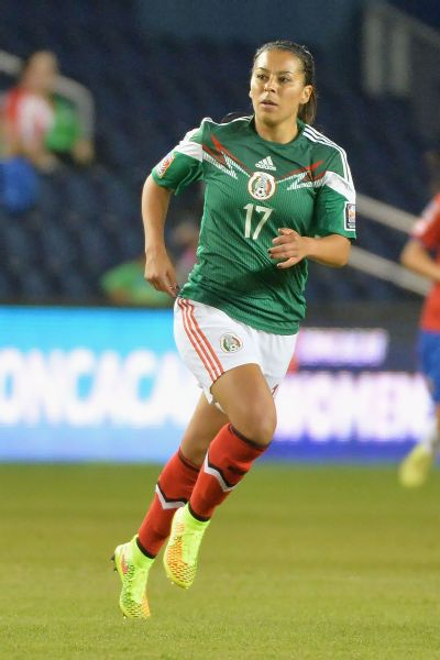 The closing of the Liga MX Femenil to those not born in Mexico hastened Veronica Perez's decision to step away from the game as a player and pursue a different career path, she told ESPN.